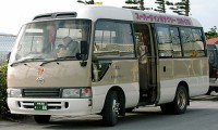 マイクロバスをレンタルで運転するのに必要な免許と定員数は?
