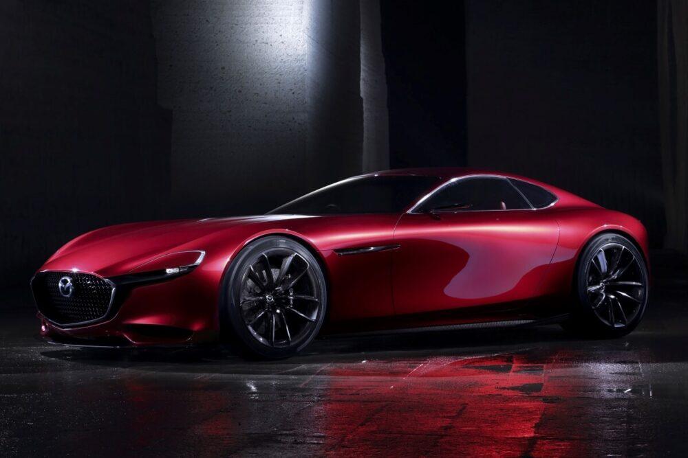 マツダが2015年に発表したロータリーエンジン搭載のコンセプトカー「RX-VISION」