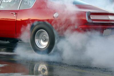 アメ車マッスルカー7選!極悪燃費で1台車が買える?旧車や中古車価格も紹介!