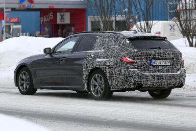 BMW3シリーズ新型ツーリングをスクープ!リアクォーターウィンドウに注目