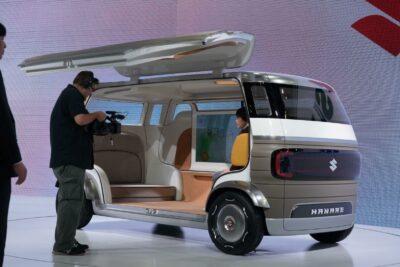スズキ新型自動運転車「HANARE」を東京モーターショーで公開