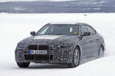【BMW 新型 i4 最新情報】新型EVの最大航続距離は700km!