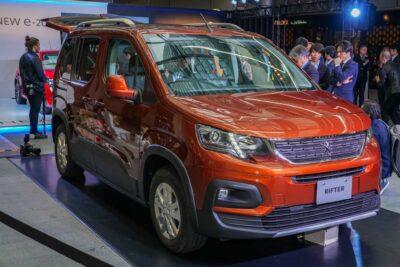 プジョーリフター発売へ!カングーがライバルの新型SUVミニバン