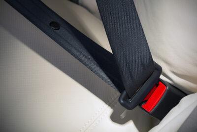 後部座席のシートベルト着用は義務!違反点数や罰金・免除されるケース
