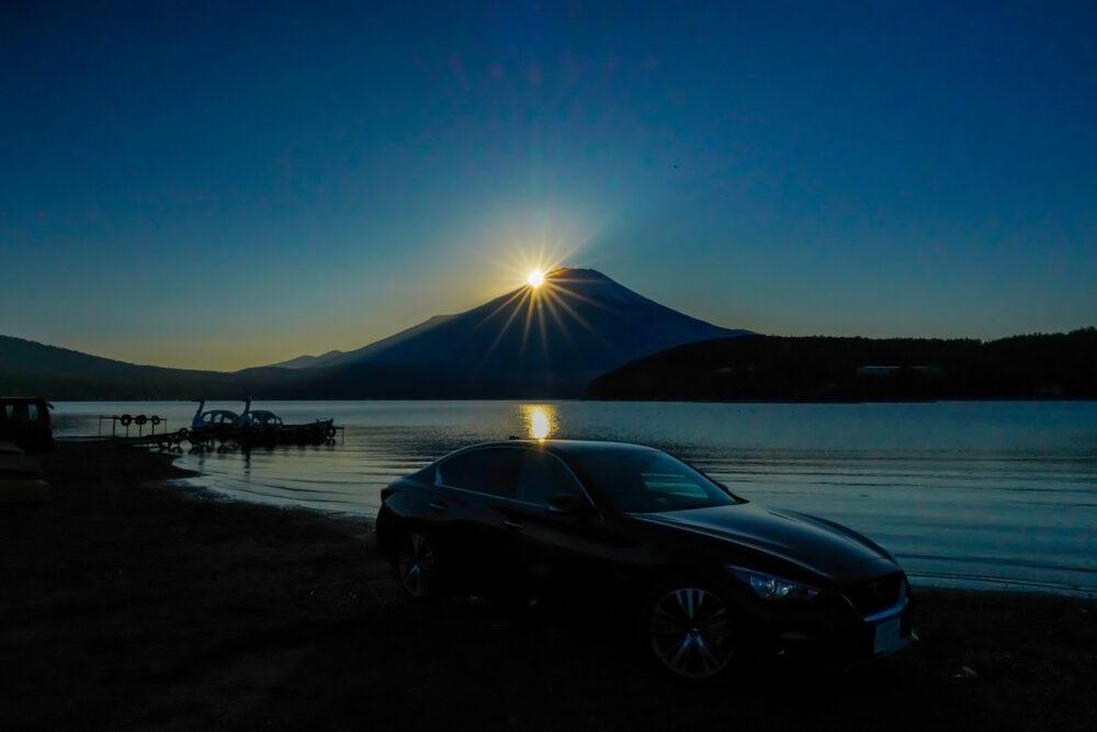 スカイライン GT Type SP ハイブリッド 2WD|富士山に沈む夕日を背景に撮影