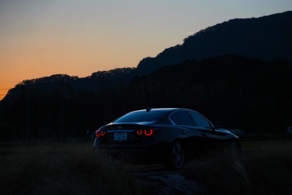 スカイライン GT Type SP ハイブリッド 2WD|夕方の後ろ姿