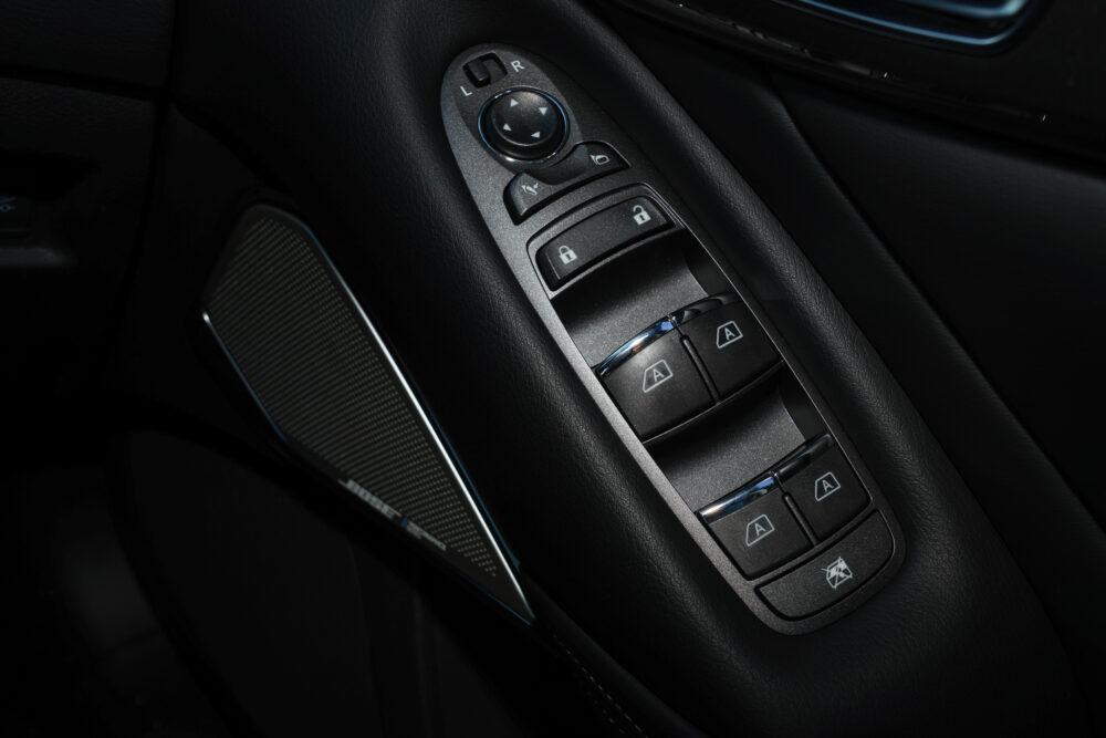 スカイライン GT Type SP ハイブリッド 2WD|運転席のパワーウィンドウスイッチ