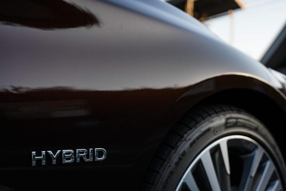 スカイライン GT Type SP ハイブリッド 2WD|ハイブリッドのエンブレム