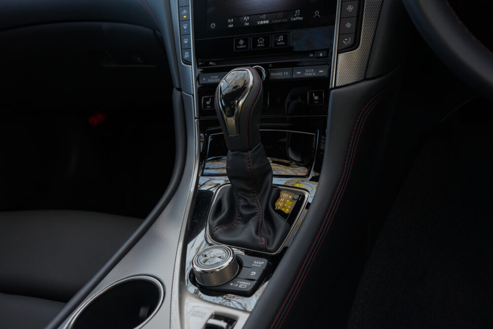 新型 日産 スカイライン 400R|シフトノブ