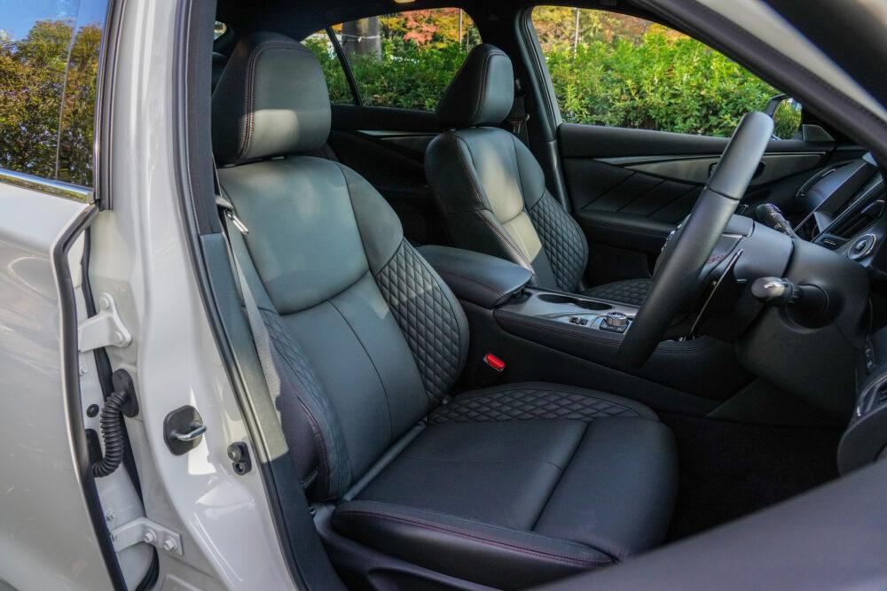 新型 日産 スカイライン 400R|フロントシート