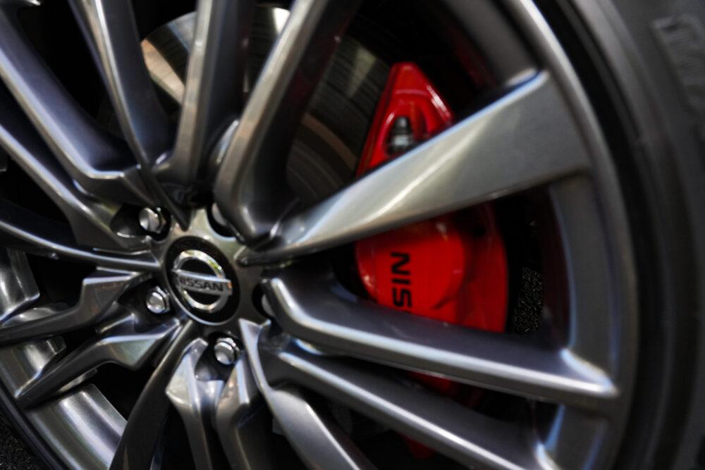新型 日産 スカイライン 400R|ブレーキローター・キャリパー