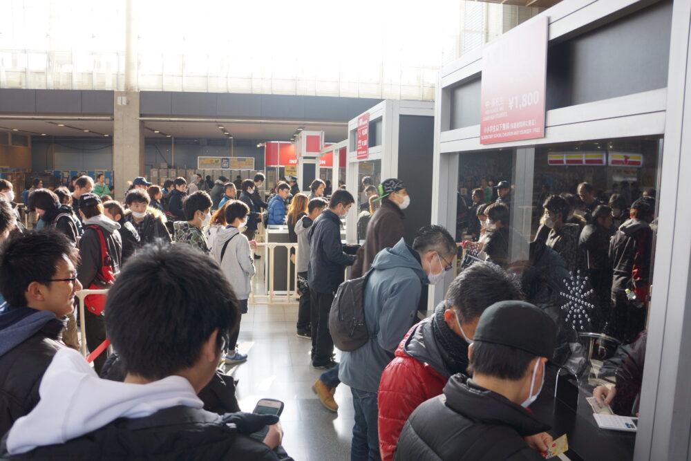 東京オートサロン2019 たくさんの人で混み合う入場ゲート