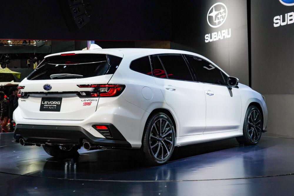 スバル新型レヴォーグプロトタイプ STIスポーツ リア