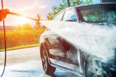 ガソリンスタンド洗車、手洗いと洗車機どっちがおすすめ?時間と料金比較