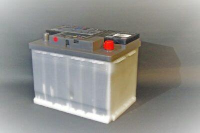 車のバッテリーの寿命・交換時期の目安は?おすすめバッテリーから値段、電圧まで