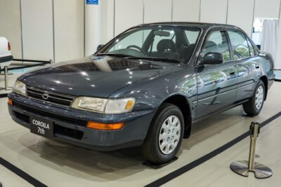 【トヨタ カローラ(100系)】大衆車の頂点を目指せ!7代目が傑作と呼ばれる理由