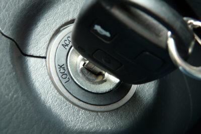 車の鍵が回らない原因と対処法|MTやキーレスエントリー車のトラブルも