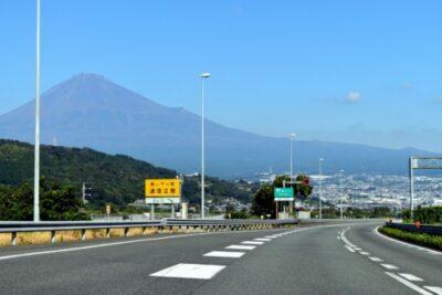 高速道路の逆走はなぜ起こる?納得の原因から違反と事故についても