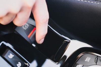 電動パーキングブレーキの使い方とパーキングブレーキの種類