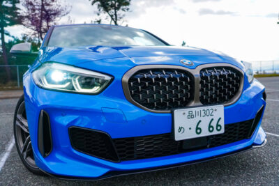 【新型BMW1シリーズ M135i xDrive チョイ乗り試乗レポ】306psでカッ飛べ!