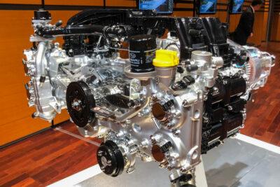 スバルの新型水平対向ハイブリッド・エンジンはこうなる!SUBARUの意地を見た