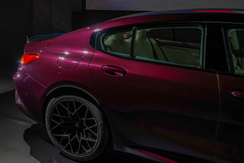 新型BMW M8 グラン クーペのリアフェンダーからCピラー
