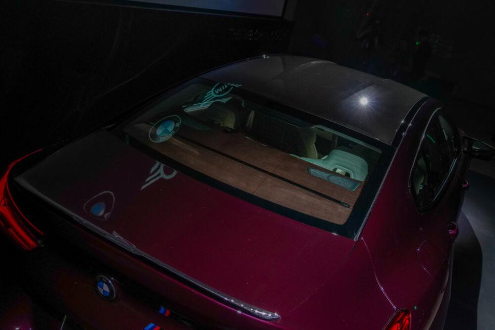 新型BMW M8 グラン クーペの後方上部から見たトランクリッドとルーフ