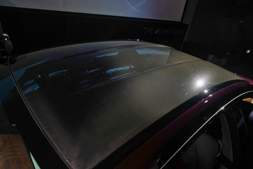 新型BMW M8 グラン クーペのカーボンルーフ