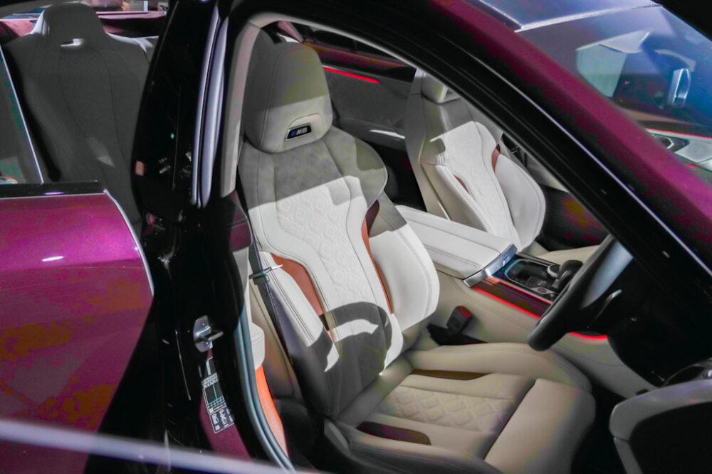 新型BMW M8 グラン クーペの内装、フロントシート