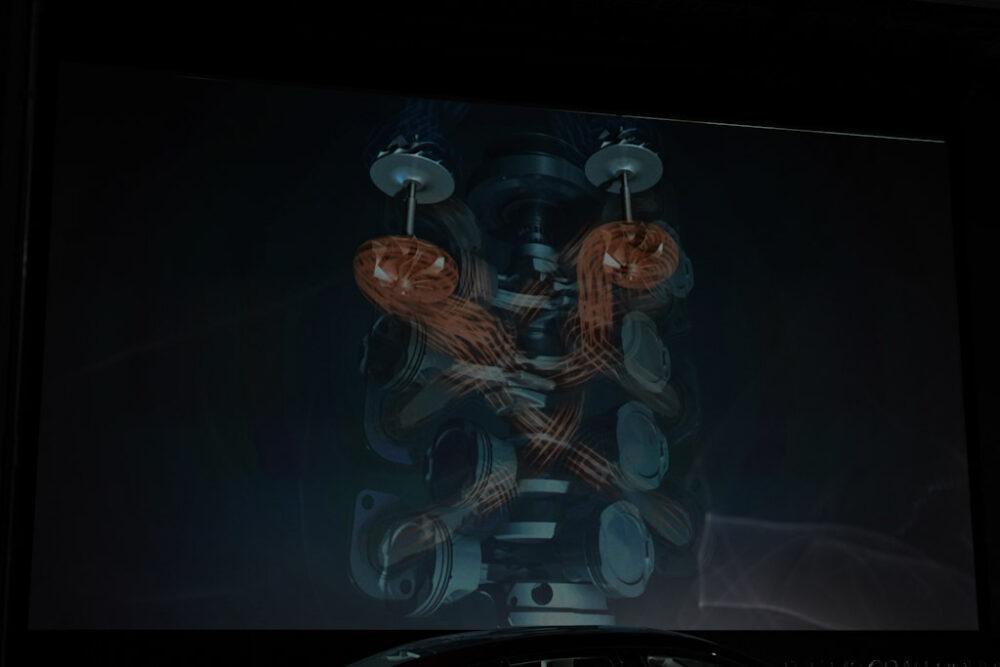 新型BMW M8 グラン クーペのターボとエキゾーストマニホールドのCG画像