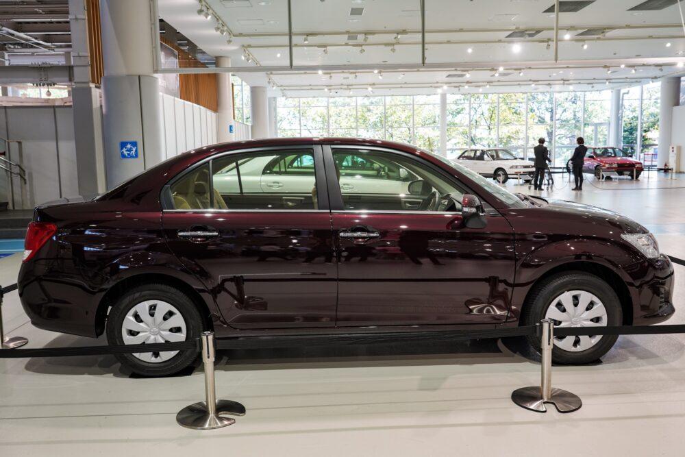 トヨタ カローラ アクシオ(E16系) ライトサイド
