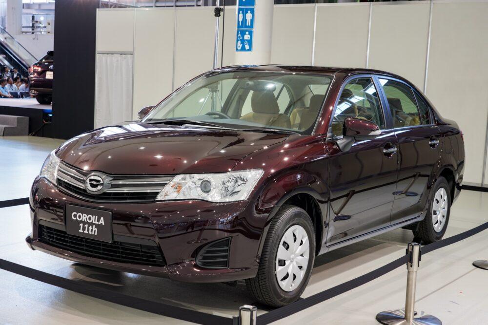 トヨタ カローラ アクシオ(E16系) フロントサイド