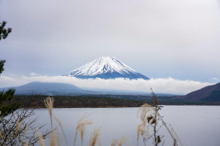 【本栖湖】富士五湖ドライブ見どころ・撮影スポット案内|本州で最も透明度が高い湖