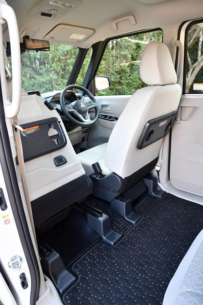 三菱新型eKスペースのフロントセパレートシート