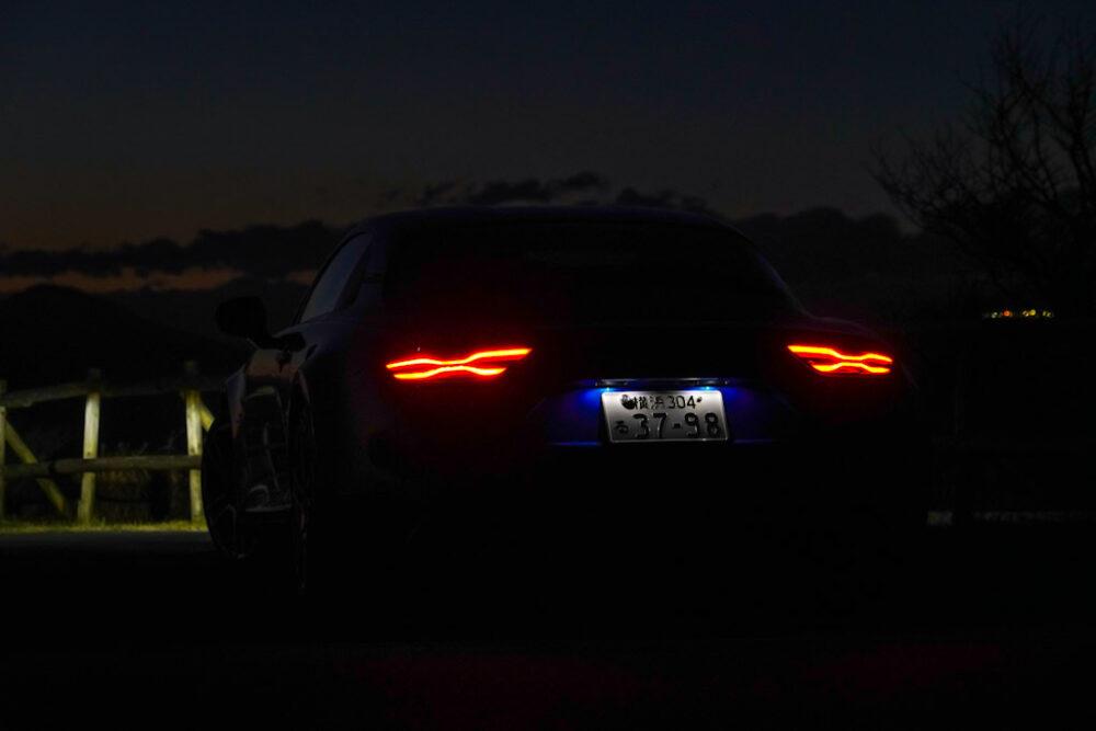 アルピーヌA110のリアライト点灯状態