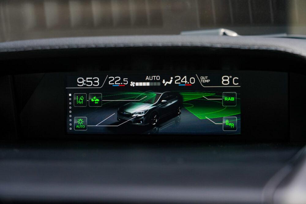 スバル インプレッサ G4のセンターディスプレイに表示される安全装備系のインジケーター