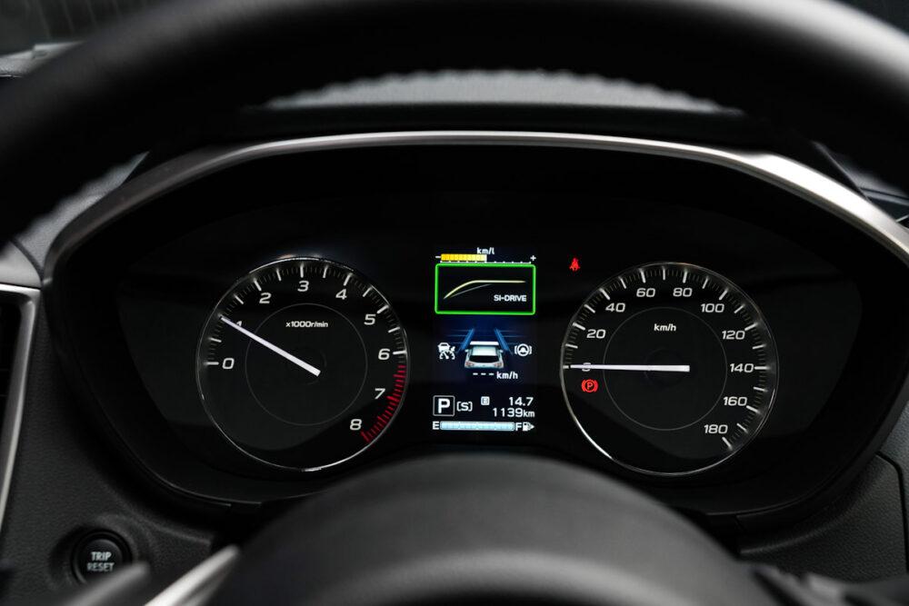 スバル インプレッサ G4のメーターパネル