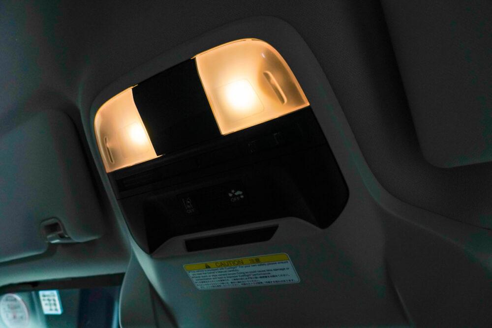 スバル インプレッサ G4の室内灯