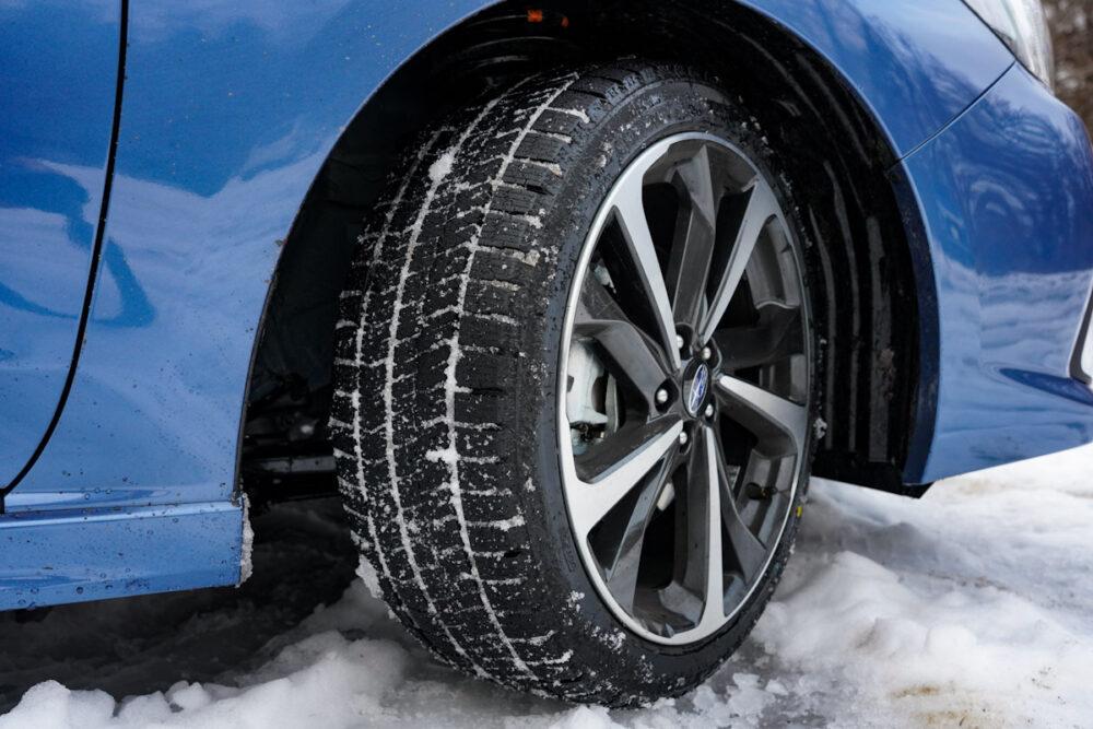 スバル インプレッサ G4のタイヤ。スタッドレスタイヤを装着