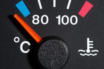 車の水温計とは?取り付け方法から上がった時・下がった時の対処まで解説
