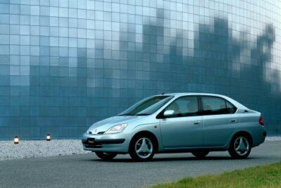 【トヨタ プリウスの歴史】30系や50系の歴代車種の紹介から実燃費・排気量まで