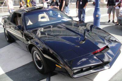 映画ナイトライダーのナイト2000が熱過ぎる!レプリカや中古車なら購入可能?