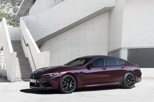 BMW 新型 M8 グランクーペ フロント サイド