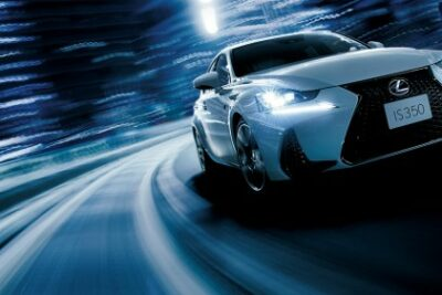 レクサス IS vs HS 徹底比較!LEXUS高級セダンで同価格帯となるの2車の違い