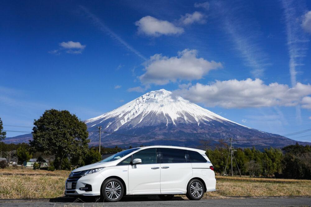 ホンダ オデッセイ ハイブリッド アブソリュート EX HondaSENSING 富士山を背景