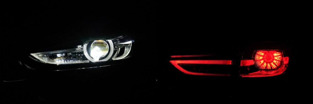 マツダ6 のヘッドライトとテールランプの点灯状態