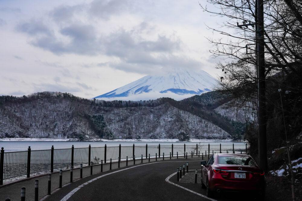 奥河口湖の旧道から望む富士山と河口湖
