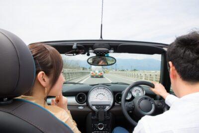意外とやってるかも?ドライブ中に女性を胸キュン、落とす方法・コツ