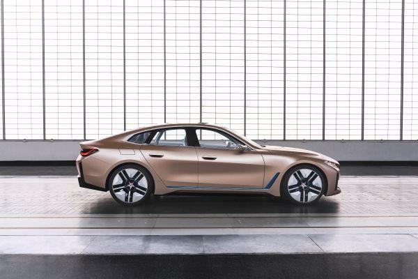 BMW「i4」コンセプト ボディサイド