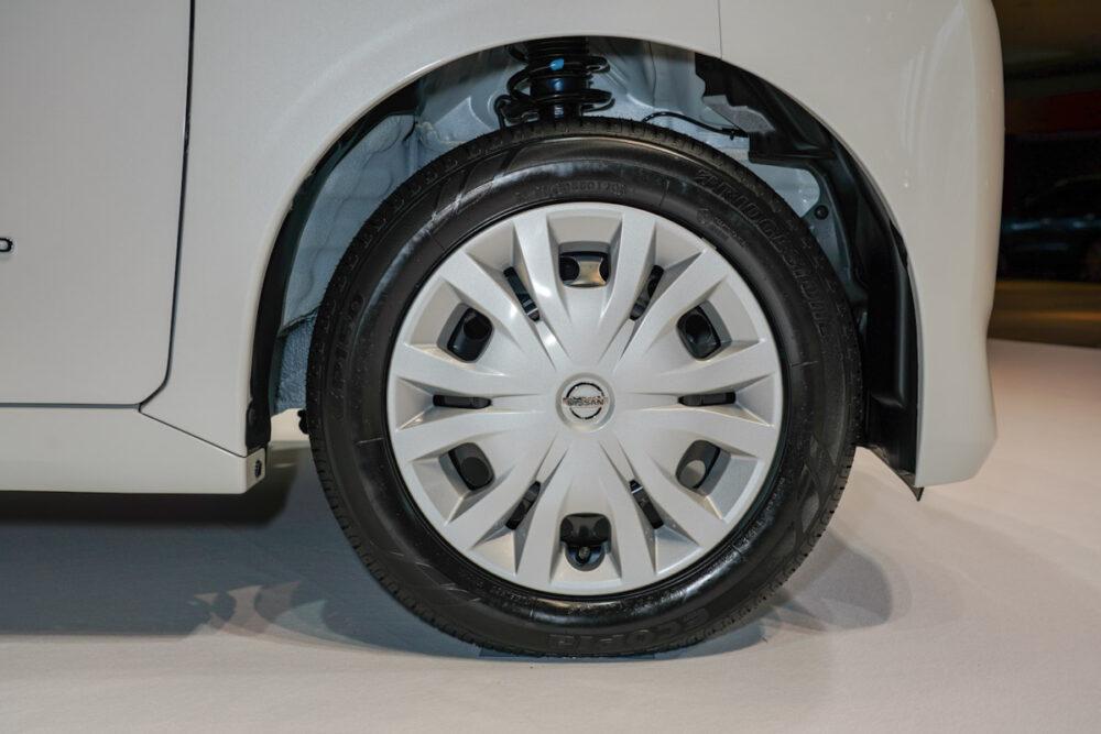 新型日産ルークス スタンダードモデルのホイール